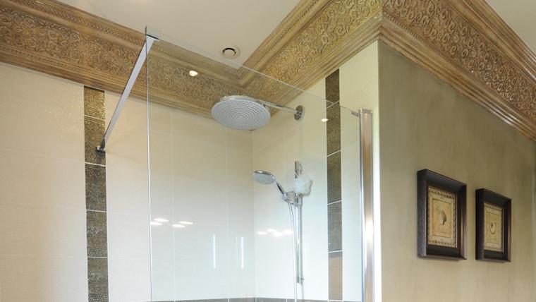 Plafond ornement salle de bain